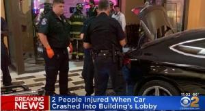 In Clip: ระทึก! รถพุ่งชนเข้าถึงในล็อบบี้ตึกทรัมป์พลาซ่าที่นิวยอร์ก มีบาดเจ็บ