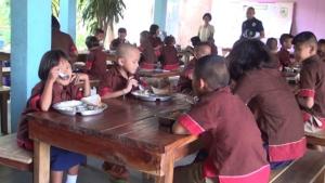 ผอ.ร.ร.บุรีรัมย์ยัน! ไม่มีทุจริตครูหักเงินค่าอาหารเด็กจ่ายงวดรถ อ้างชนวนแฉเหตุขัดแย้งภายใน