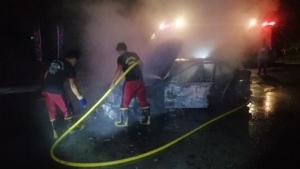 ระทึกกลางดึก!! หนุ่มช่างซ่อมขับรถยนต์หรูติดแก๊ส เกิดไฟลุกท่วมวอดทั้งคัน