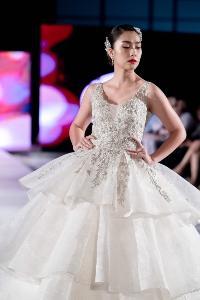 ส่องแฟชั่นสุดชิค 'ฮาน่า-มุกดา' มิสทีน ไทยแลนด์ ร่วมเดินแบบ แบรนด์ดังใน London Fashion Week