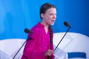 เกรตา ทุนเบิร์ก นักกิจกรรมด้านภูมิอากาศวัย 16 ปี ขณะกล่าวปราศรัยในการประชุมสุดยอดเพื่อการปฏิบัติการด้านภูมิอากาศของสหประชาชาติ เมื่อวันจันทร์ (23 ก.ย.) ณ สำนักงานใหญ่ยูเอ็น ในนครนิวยอร์ก
