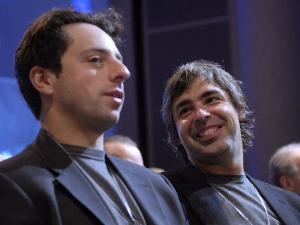 จากขวา แลร์รี่ เพจ (Larry Page) และเซอร์เกย์ บริน (Sergey Brin)