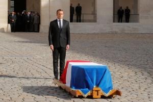 """InPics&Clip: ผู้นำโลกตบเท้าเข้าร่วมพิธีศพอดีตผู้นำฝรั่งเศส """"ฌัก ชีรัก"""" ในโบสถ์แซงต์ซูลปีส"""