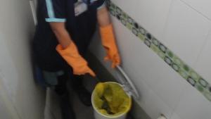 สลด! พบแม่ใจร้ายยัดศพลูกแรกเกิดติดสายสะดือใส่ถุงทิ้งถังขยะห้องน้ำปั๊ม