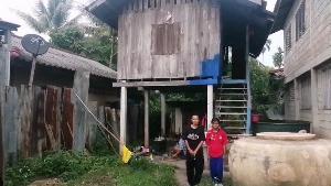 (ชมคลิป)ลำเค็ญ! 3 ชีวิตชาวเมืองพะเยาไม่มีน้ำ-ไฟใช้ ต้องไปขออาบน้ำเทศบาลฯ ทุกวัน