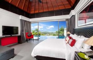 บรรยายกาศภายในห้องนอน Ocean View Pool Villa