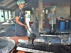 """กลุ่มกาแฟพื้นเมืองบ้านลูโบ๊ะบาตูสืบทอด """"โกปี้"""" สูตรโบราณ เน้นแรงงานคนไม่สนเครื่องจักร"""