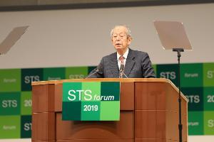 โคจิ โอมิ ผู้ก่อตั้งและประธาน STS Forum