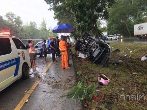 อีกครั้ง! ฝนตกถนนลื่นทำรถกระบะเสียหลักชนต้นไม้ริมทาง คนขับเสียชีวิต