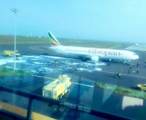 ระทึก! โบอิ้ง 767 ไฟลุกไหม้เครื่องยนต์กลางอากาศ ต้องลงจอดฉุกเฉินที่เซเนกัล
