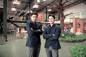 (จากซ้าย) นายรุ่งโรจน์ ตันเจริญ กรรมการผู้จัดการบริษัท Rabbit Digital Group