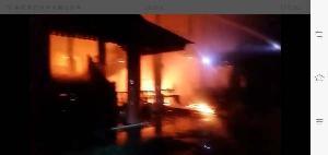 ไฟไหม้บ้านไม้หรูเสา 35 ต้นเถ้าแก่บ้านน็อกดาวน์แพร่มูลค่ากว่า 7 ล้านวอด