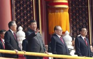 """เมื่อจีน """"ลุกขึ้นมา"""" พัฒนาประเทศอย่างมหัศจรรย์ 70 ปี"""