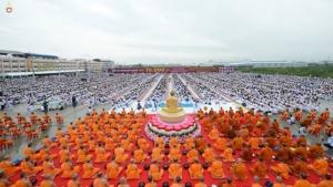 พิธีตักบาตรพระ 10,000 รูป ตลาดคลองถมคลองหลวงเมืองใหม่ ปทุมธานี 22 กันยายน 2562