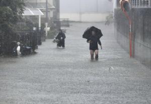 ไต้ฝุ่น 'ฮากิบิส' คร่าแล้ว 1 ศพในญี่ปุ่น ลมพายุพัดบ้านเรือนพัง-ไฟดับหลายพื้นที่