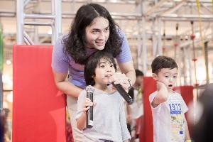 """""""แน็ก ชาลี"""" ควงคู่หลานชาย """"อาร์เธอร์""""  เปิดประสบการณ์ """"สวนสนุกติดแอร์ขนาดยักษ์"""" รายแรกในประเทศไทย"""