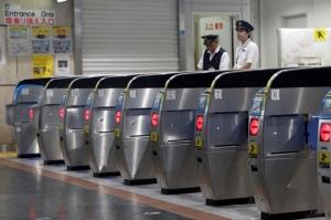 """อัปเดต : ไต้ฝุ่นฮากิบิสเข้า """"โตเกียว"""" ถึงกับเป็นอัมพาต ยอดดับเพิ่ม 18  สูญหาย 13 บาดเจ็บ 150"""