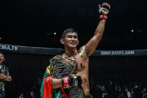 """โคตร MMA แห่งเอเชียอยู่ที่พม่า """"ออง ลา"""" ซัดมะกันน่วม ป้องแชมป์โลก ONE"""