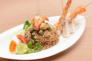 """อร่อยกับ """"อาหารไทยจานเด่น"""" ที่ห้องอาหารไทย ริมรญา รร. เดอะ ทวิน ทาวเวอร์"""