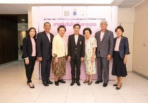 สงกรานต์ อิสสระ ร่วมจัดแข่งขันโบว์ลิ่งการกุศล หารายได้สมทบทุนการศึกษาแพทย์ไทย