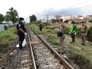 หญิงป่วยทางจิตเดินแก้ผ้าให้รถไฟชนดับคารางใกล้สถานีหัวหิน