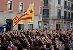 In Clip: ผู้นำแคว้นกาตาลุญญาประกาศจะโหวตแยกจากสเปนภายใน 2 ปี หลังจลาจลคืนที่ 3 บาดเจ็บ 80 ถูกจับ 33
