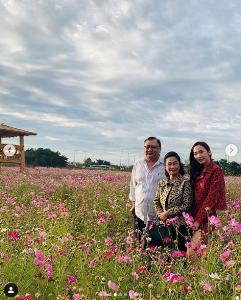 """สมใจซะที  """"อั้ม พัชราภา"""" สวยกลางดงดอกไม้บานสะพรั่งที่เกาหลี"""