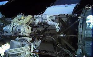 คริสตินา คอช  ระหว่างการเดินอวกาศโดยใช้ผู้หญิงทั้งหมดเป็นครั้งแรกเมื่อ 18 ต.ค.2019  (Jose ROMERO / NASA TV / AFP )