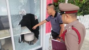 คนร้ายบุกทุบกระจกร้าน KFC สาขาไอเพลส เข้าลักทรัพย์ วงจรปิดภาพจับได้
