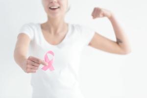 """""""มะเร็งเต้านม"""" รู้เร็ว รักษาได้ ไม่ต้องตัดเต้า"""