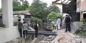 เมืองพัทยาเตรียมเจรจาวัดช่องลม ทุบกำแพงขวางทางน้ำแก้ปัญหาน้ำท่วม-ขยะ