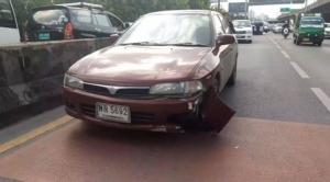 ลุงวิน จยย.ซิ่งเฉี่ยวรถกระบะ ผู้โดยสารร่วงกลางถนนถูกเก๋งทับเสียชีวิต