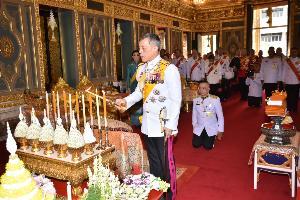 ในหลวง-พระราชินี ทรงบำเพ็ญพระราชกุศลถวายผ้าพระกฐิน วัดราชบพิธฯ และวัดพระเชตุพนฯ