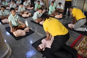 """""""เลย์เทกซ์"""" มอบหุ่น CPR ยางพารา รณรงค์และส่งเสริมคนไทยฝึกทักษะการช่วยชีวิตขั้นพื้นฐาน CPR"""
