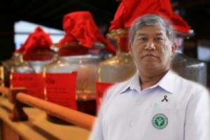 """เตือน """"ยาดอง"""" ไม่ใช่ยาบำรุง ห้ามซื้อกินเอง ต้องปรุงโดยหมอแผนไทย คนดองขายผิด กม.ต้มเหล้าเถื่อน"""