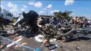 RIP! รถตู้ขนพระและชาวบ้านซื้อของทำกฐินชนหกล้อดับ 7 ศพ เจ็บ 4