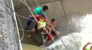 ระทึกขาเด็ก 12 ปี ติดในซอกหินกลางกระแสน้ำเชี่ยว โชคดีเจ้าหน้าที่ช่วยรอดชีวิต