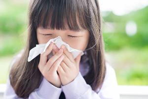 ไข้เลือดออก ไข้หวัดใหญ่ มือเท้าปาก 3 โรคอันตรายในเด็กที่มากับฝน