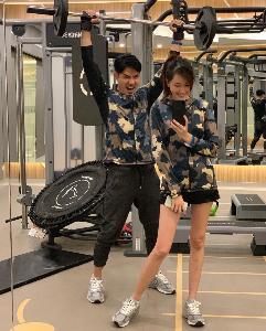 """คู่รัก """"เชน - แพร"""" ฟิตร่างกายเตรียมวิ่งการกุศล"""