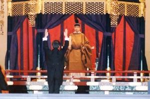 """""""บันไซ"""" กับจักรพรรดิญี่ปุ่นใต้รัฐธรรมนูญ"""