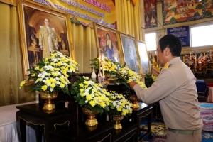ผู้ว่าฯ เมืองกาญจน์นำส่วนราชการและประชาชนร่วมพิธีเจริญพระพุทธมนต์ถวายพระพรชัยมงคล พระบรมราชชนนีพันปีหลวง