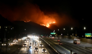 แคลิฟอร์เนียประกาศภาวะฉุกเฉินทั่วรัฐ ตัดไฟฟ้าเกือบล้านหลังกันไฟป่าลุกลาม