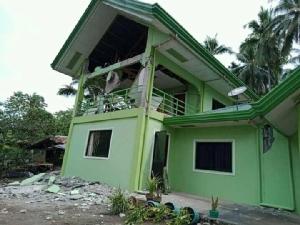 ความเสียหายที่เกิดขึ้นกับศาลากลางเทศบาลท้องถิ่นในเมืองมาบินี จังหวัดดาเวาเดลซูร์ของฟิลิปปินส์ หลังเกิดแผ่นดินไหวขนาด 6.6 เมื่อช่วงเช้าวันนี้ (29 ต.ค.) (Photo: Jaypee Catalan via REUTERS)
