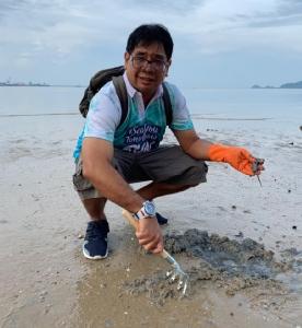 """วิกฤตใหม่! """"ทรายเน่า"""" จากถุงพลาสติกฝังใต้ชายหาด ย้ำทะเลไทยไม่สามารถรับถุงเพิ่มได้อีกแล้ว"""