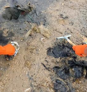 """ขยะพลาสติกใต้ผืนทราย!! """"เก็บว่ายาก กำจัดคงไม่ต้องบอก"""""""