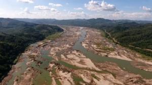 ภาพจากคลิปวิดีโอที่ถ่ายเมื่อวันที่ 28 ต.ค. เผยให้เห็นแม่น้ำโขงในเขตจ.หนองคาย ห่างจากเขื่อนไซยะบุรีราว 300 กิโลเมตร. -- AFP.