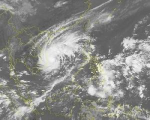 เวียดนามปิดสนามบิน ห้ามเรือออกจากฝั่งรับมือ 'พายุแมตโม' ขึ้นฝั่งคืนนี้