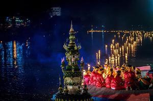 งดงามเหนือลำน้ำปิง กับงานลอยกระทงสาย จ.ตาก (ภาพ : เพจ Amazing Thailand)