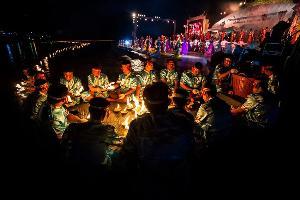 งานประเพณีลอยกระทงสายไหลประทีป ๑๐๐๐ ดวง จ.ตาก (ภาพ : เพจ Amazing Thailand)