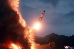 """ญี่ปุ่น-เกาหลีใต้สงสัย """"โสมแดง"""" ยิงขีปนาวุธ 2 ลูกลงทะเล"""